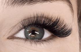 eyelash curl montreal
